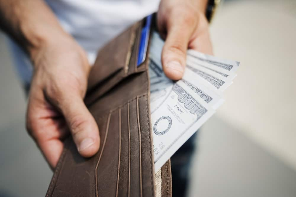 Safe Transactions for Foreigners: Advantages of Working with Licensed Moneylenders in Singapore